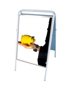 A3 gadeskilt med vertikal plakatvisning - Kan bruges i enhver handel