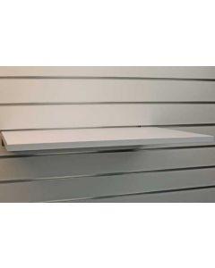 Hvid hylde af melamintræ i god kvalitet - Perfekt til Slatwall / Rillepanel